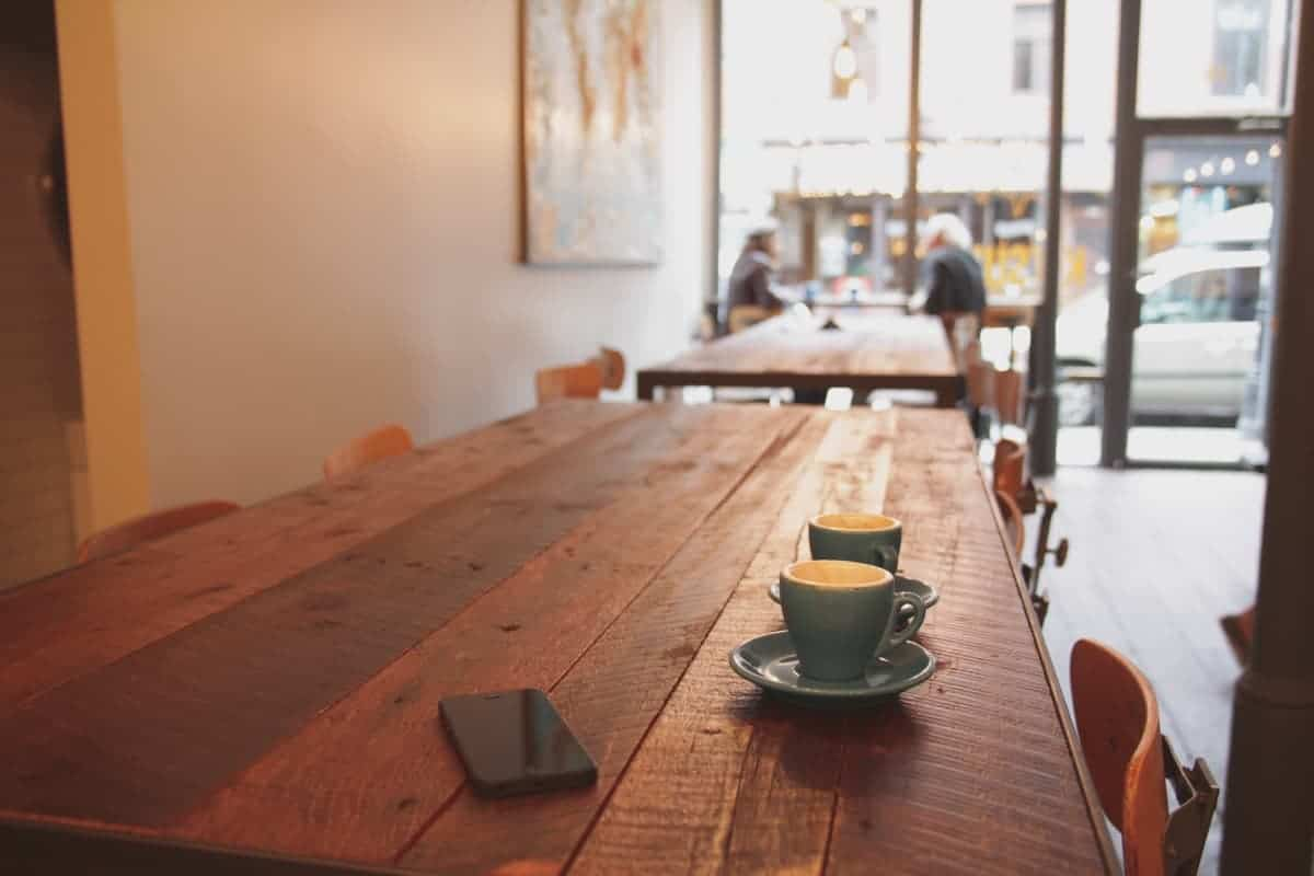 picture of a coffee shop with 2 coffee cups